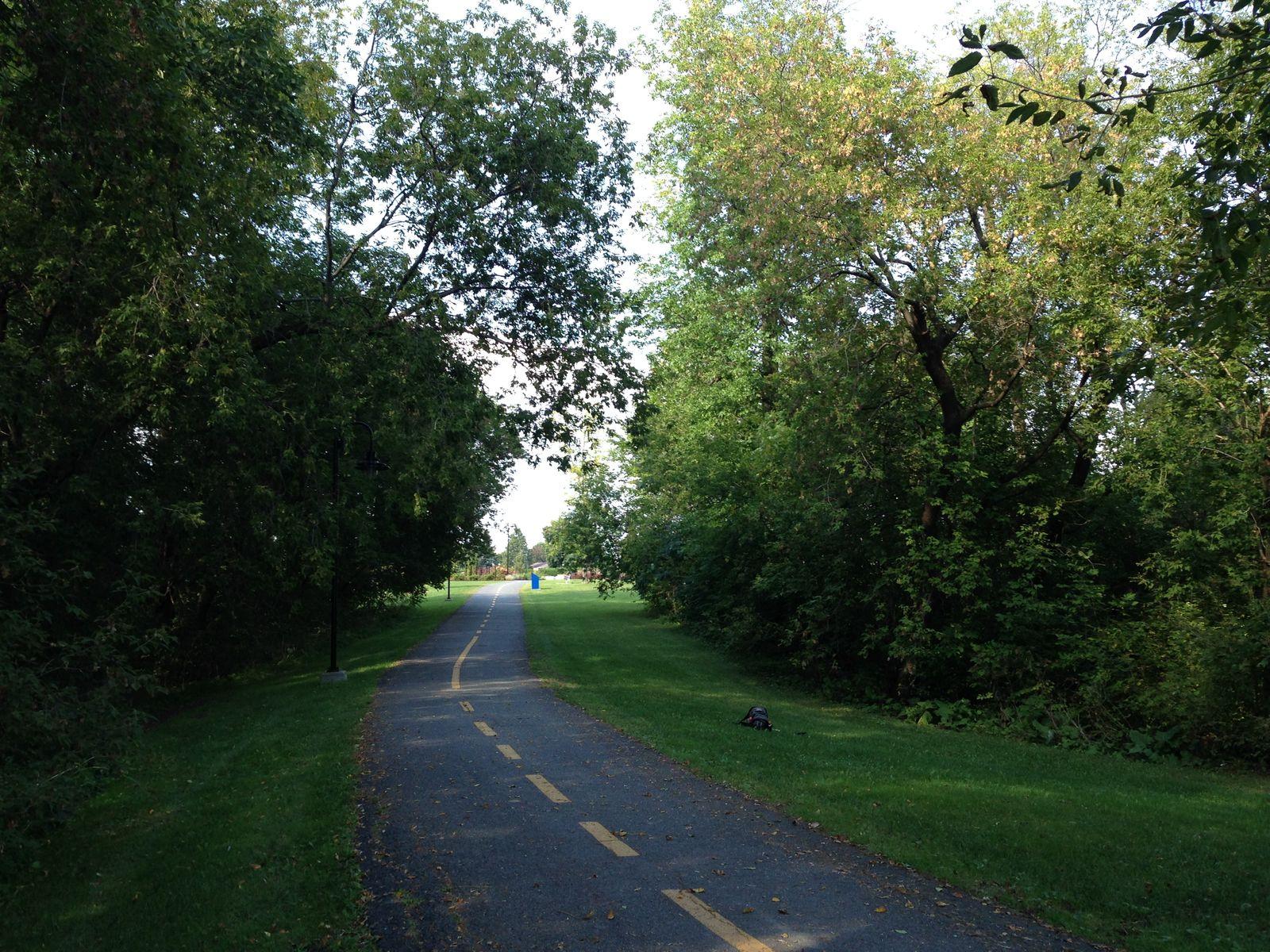Piste cyclable située dans le parc de la rivière Saint-Charles